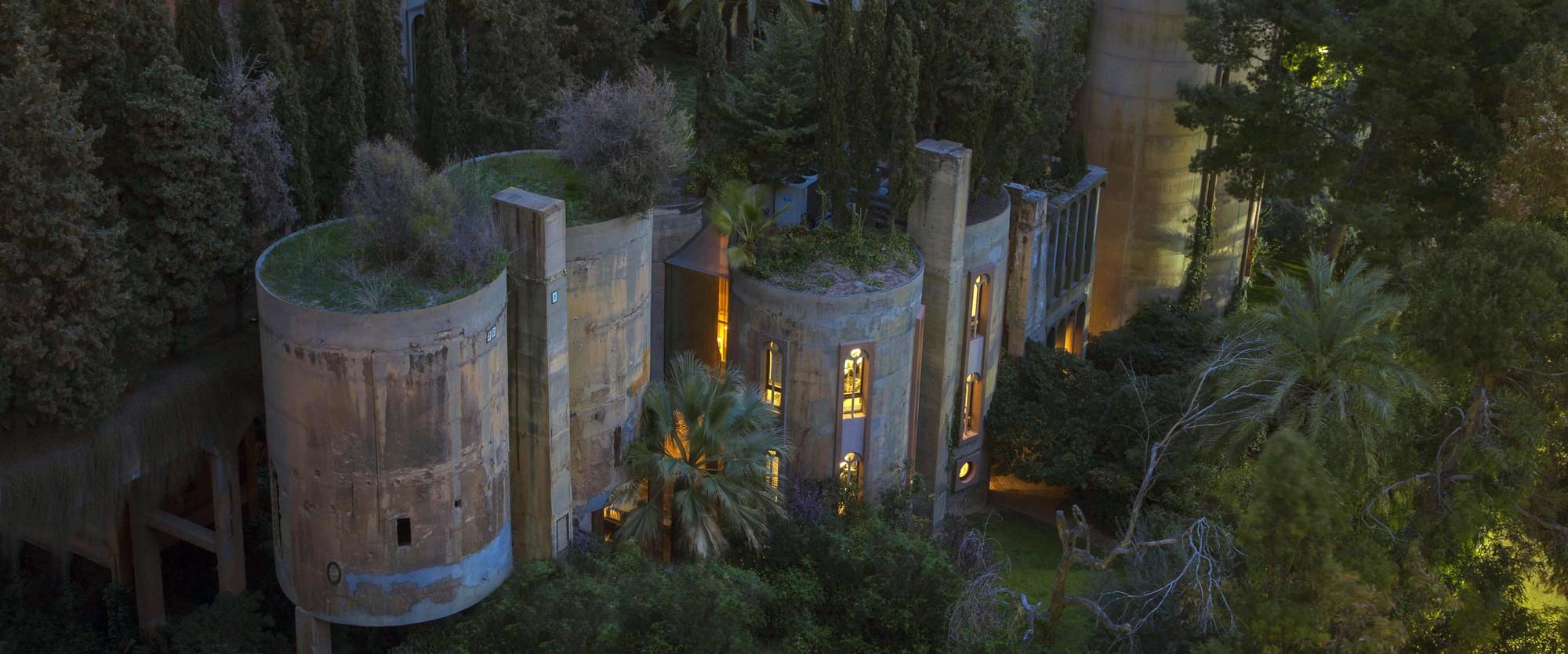 Ricardo_Bofill_Taller_Arquitectura_SantJustDesvern_Barcelona_Spain_OutdoorSpaces_(3)